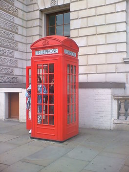 Red_phone_box_2
